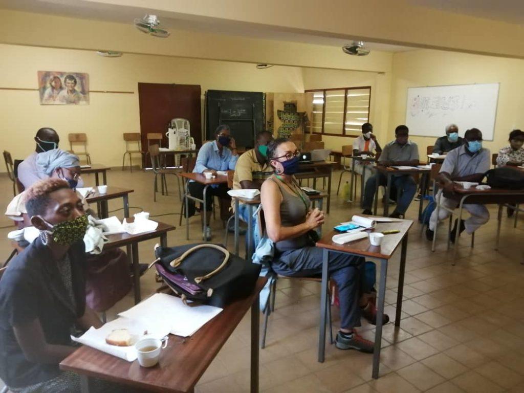 Le membre d'AIDRA participant à la formation est au milieu de l'image